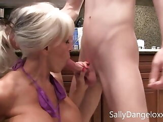 New for the winter, two MILFS be in love with young cock, Expense D'angelo blowjob